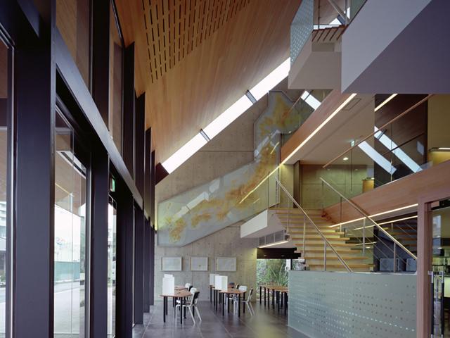 東京都 中央工学校(学校図書館) RC外断熱工法と蓄熱式無風暖房