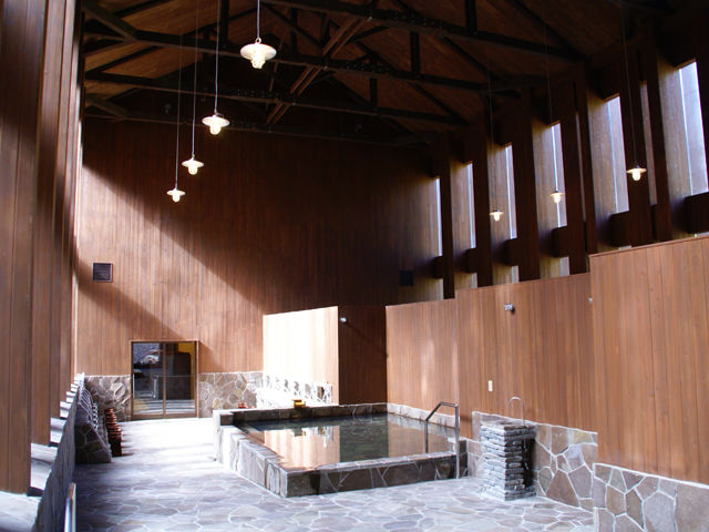 北海道 湯駒荘(温浴施設) 温泉熱回収による蓄熱式全館暖房